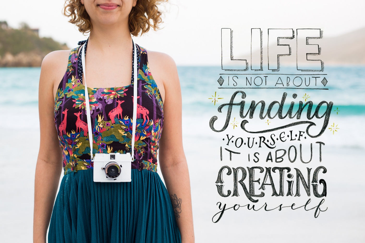 "Imagem feito por Juliana Moore - escrito ""Life is not about. Finding  your self it is about creating youtself"""